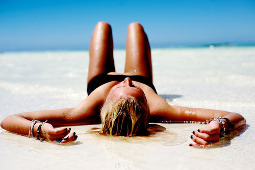 3 Essential things you need to STAY IN SHAPE on your Holiday!